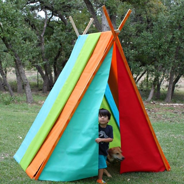 Every kid needs a play tent! Get the details on this easy project on my site.