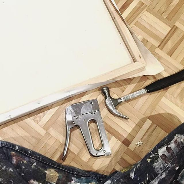 Shoutout to @ettakay.art, who has been using our T50 staple gun to build her canvases for years! Want your photo to be featured? Tag us or use #MadeWithArrow! . . . . . . .